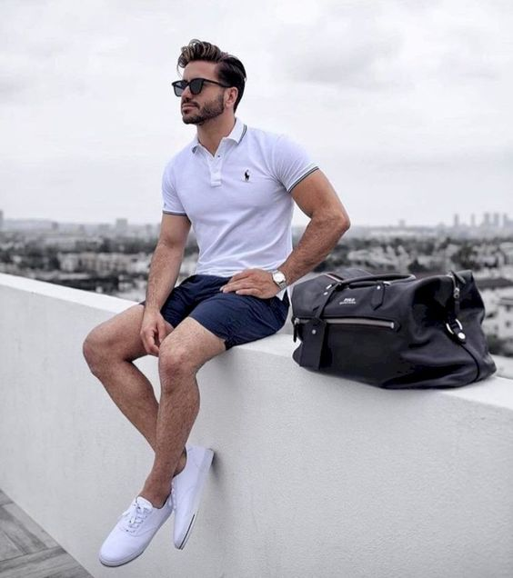 a timeless look with a white polo shirt, navy shorts and white sneakers is gorgeous