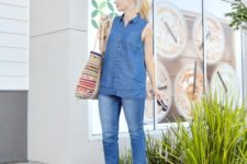 With cropped jeans, printed tote bag and platform shoes
