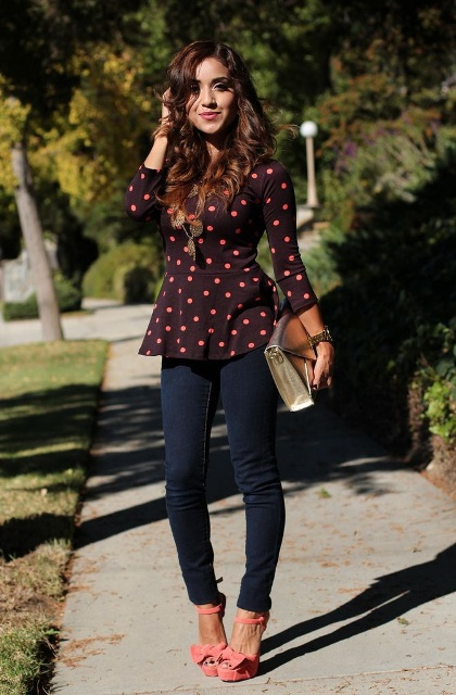 With dark colored jeans, pink high heels and golden clutch