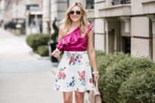 With floral skirt, beige pumps and beige bag