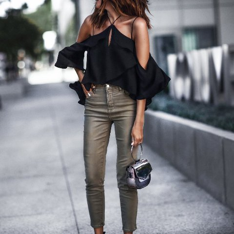 With gray cropped pants and black small bag