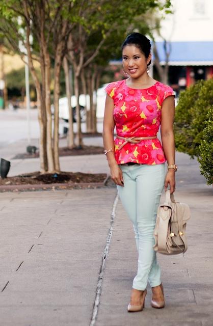 With light blue pants, beige belt, beige bag and pumps