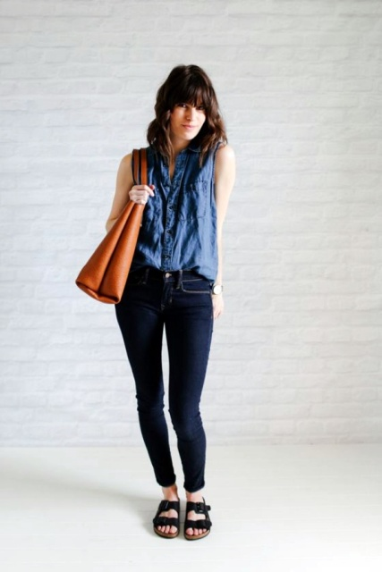 With skinny jeans, brown tote bag and black sandals