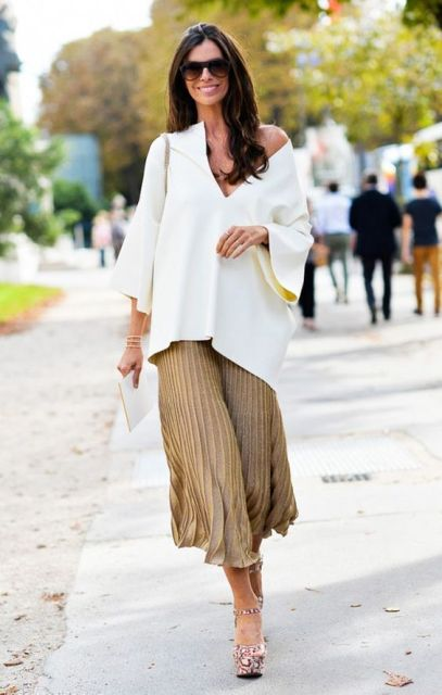 With white loose shirt and printed platform shoes