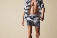 a beach seat of a striped shirt and matching shorts – sets are a trend this year, no matching required