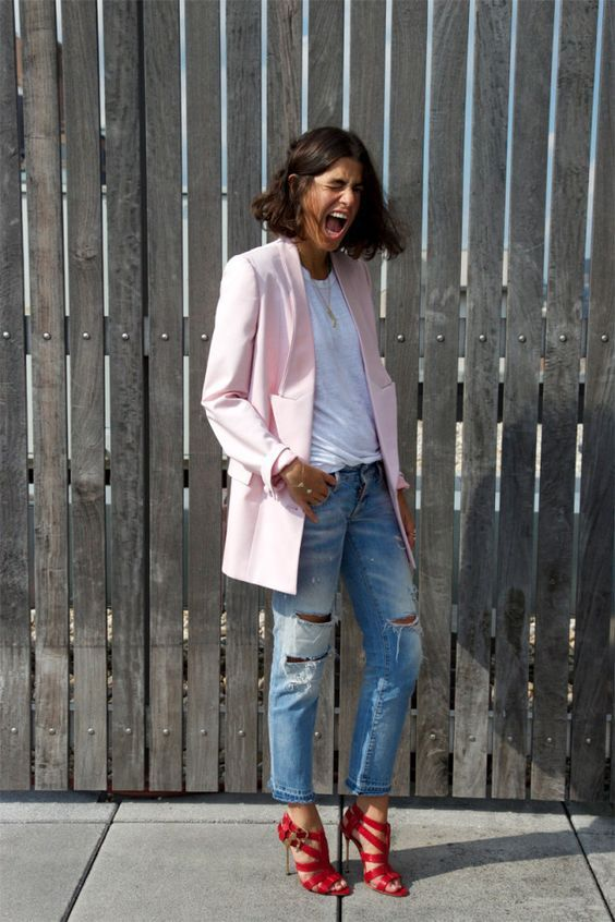 a bright summer look with ripped jeans, a white tee, light pink oversized blazer, red strappy shoes