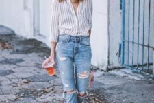 05 a striped shirt, blue ripped jeans, white sliders, a straw hat for a summer to fall look