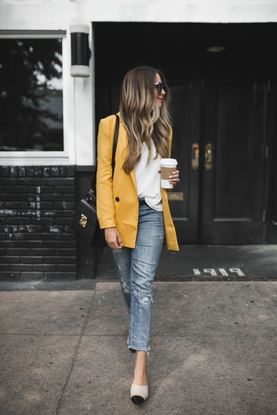 a white top, grey cropped jeans, two tone shoes, a yellow overiszed blazer and a black bag