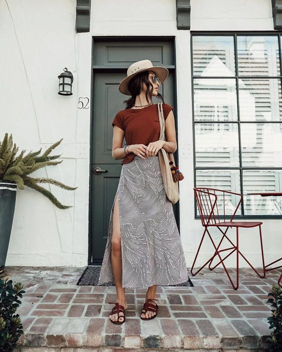 a printed grey midi skirt with a side slit is a very comfy piece to wear to the beach