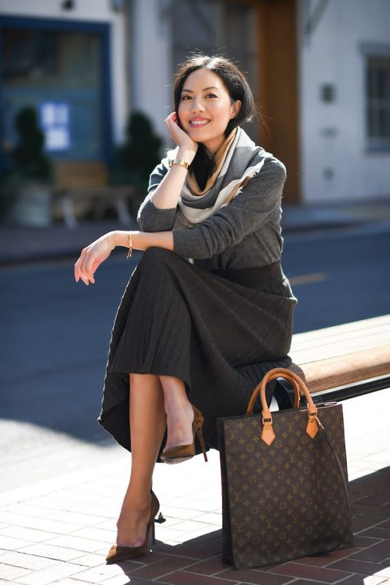 a large brown laptop tote with amber touches is a chic idea to carry everythign you may need