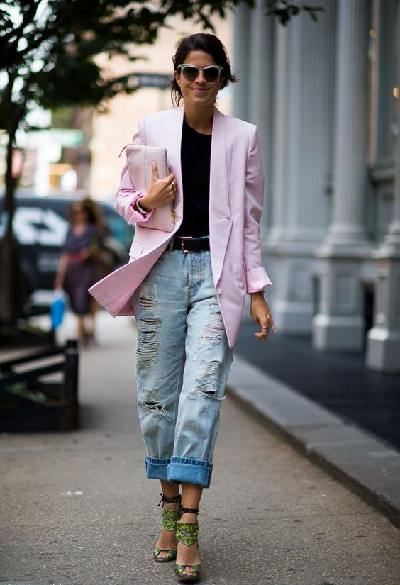 a trendy outfit with baggy jeans, green whimsy shoes, a black tee and a light pink oversized blazer