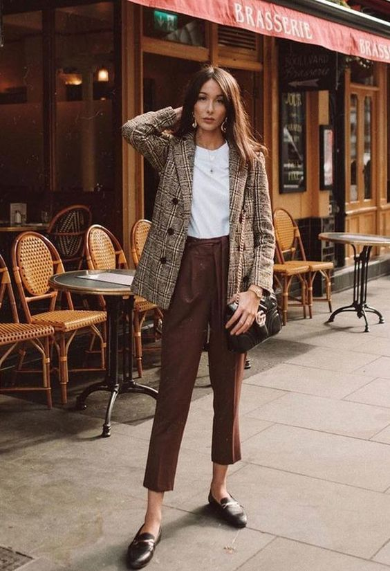 rust cropped pants, a white tee, a plaid jacket, bblack loafers and a black bag for the fall
