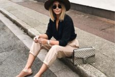 10 neutral pants, a black shirt, camel slippers and a brown hat plus a grey bag for a comfortable everyday look