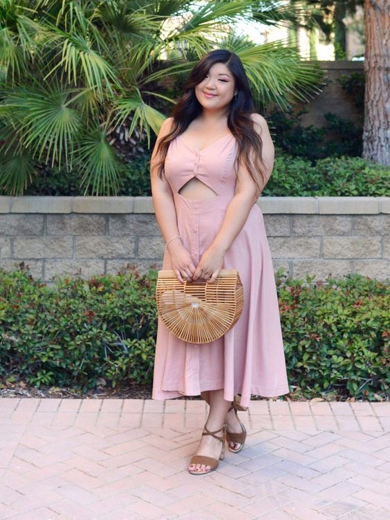 a super cute blush midi dress with a front cutout, brown shoes and a wooden bag for a holiday