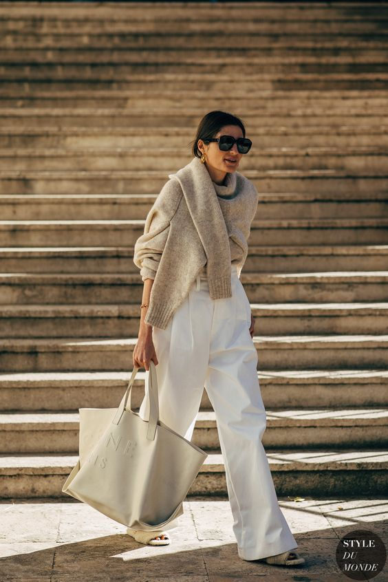 an oversized off-white tote with a logo is a perfect match to the minimalist outift like this one