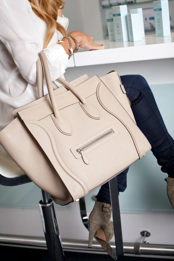 a blush carry-all bag is amazing for work and not only, and its basic color will make it universal
