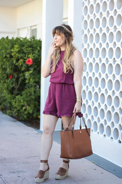 With brown leather tote bag and platform sandals