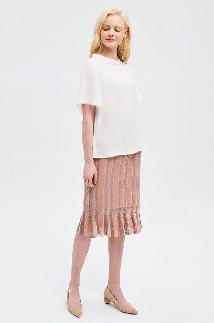 With white loose shirt and beige low heeled shoes