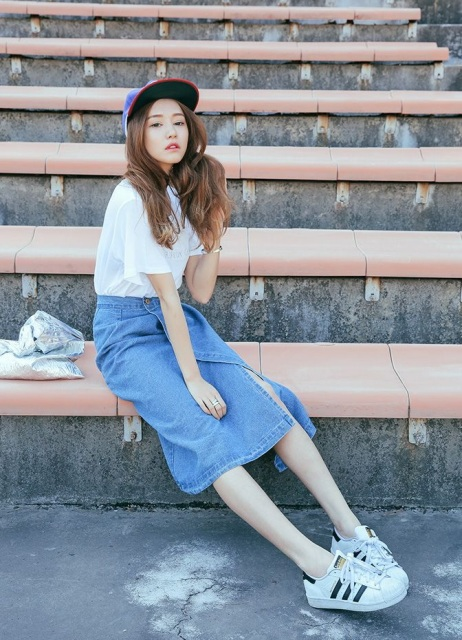 With white t-shirt, cap and sneakers