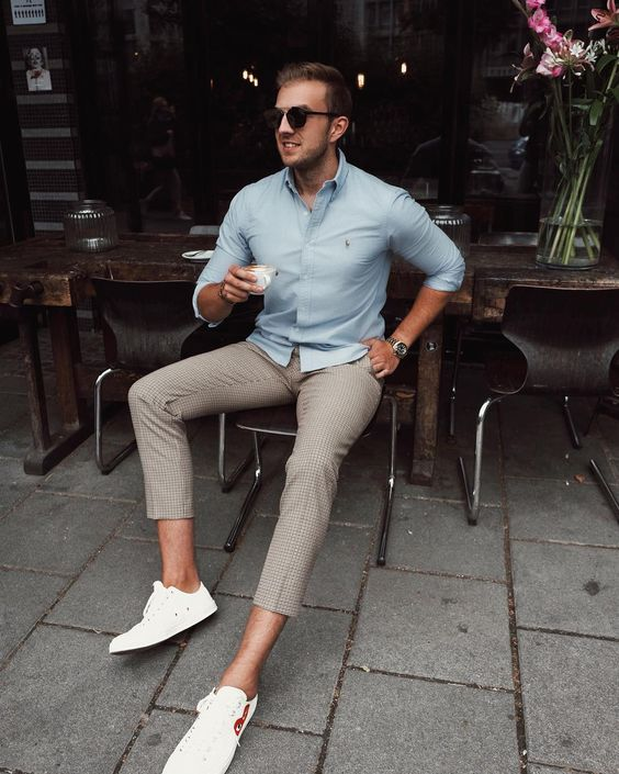 a blue shirt, grey cropped pants and white sneakers can be worn both to work and for every day