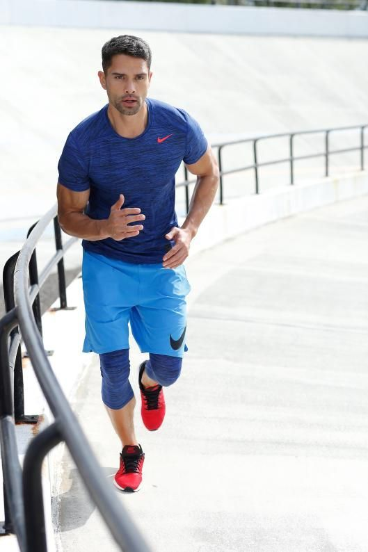 a colorufl workout look with a bright blue t-shirt, blue leggings, light blue shorts and red trainers