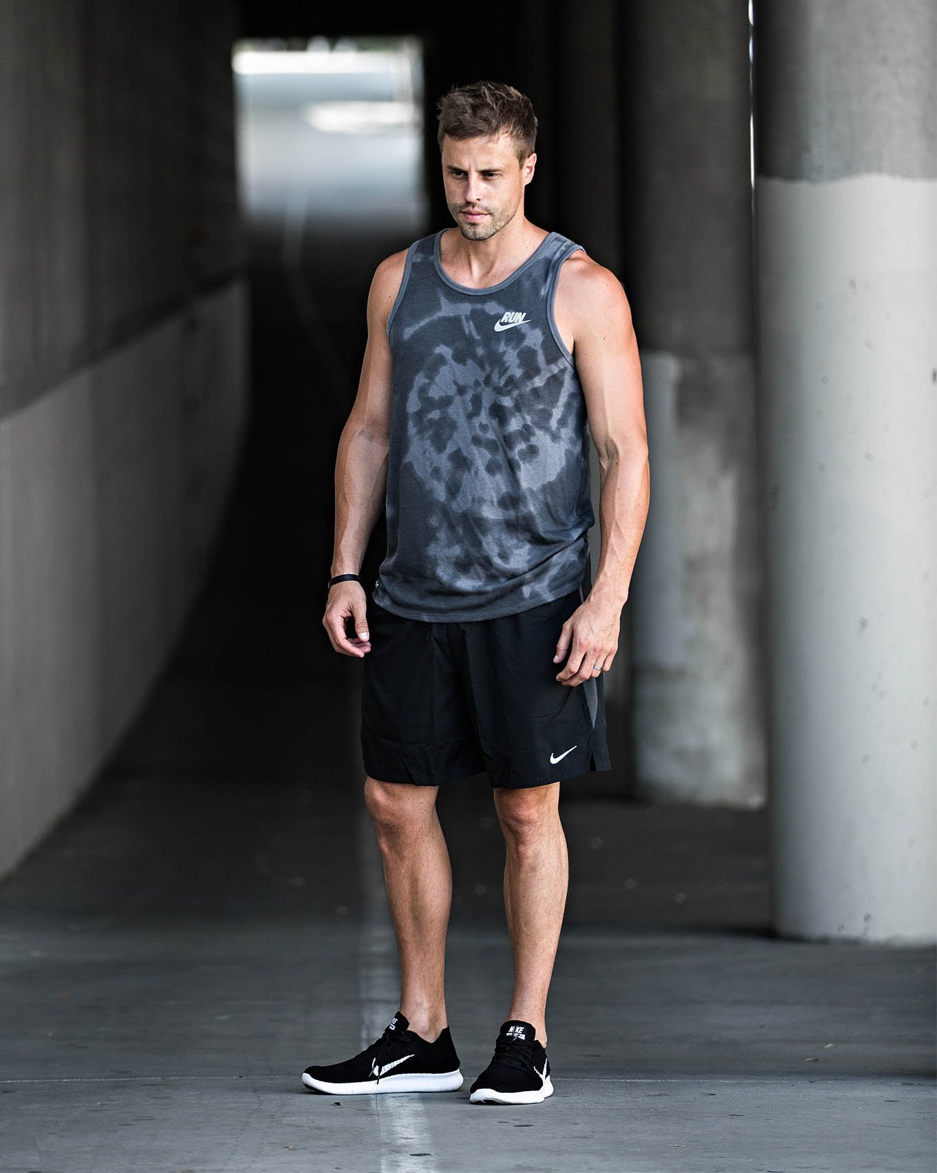 a loose grey top, black shorts and black trainers for a simple and very comfortable look