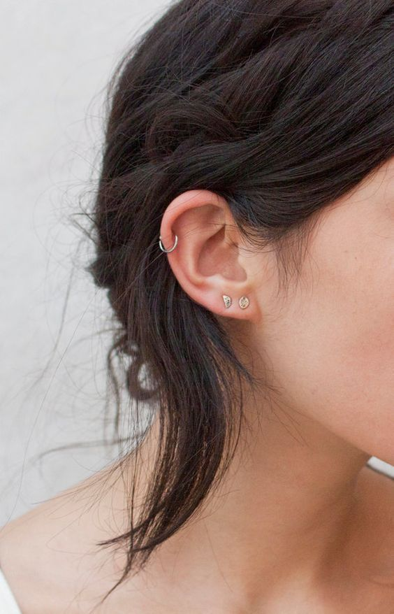 a duo of stud earrings in the lap and a hoop in the helix for a cute and minimalist look