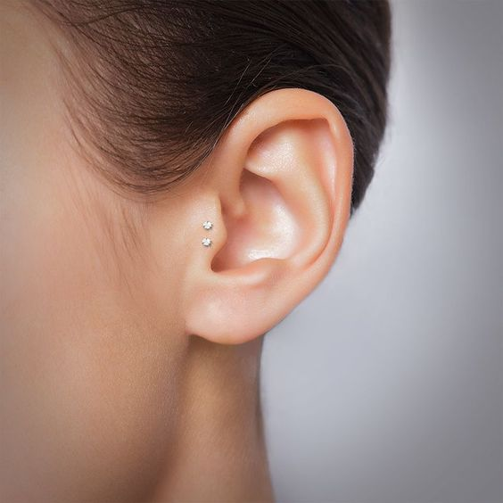 a minimalist look with only a double stud tragus piercing looks very unusual and very chic