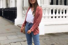 03 a casual outfit with a coral blazer, a white top, blue jeans, white sneakers and a woven bag to transition from summer to fall