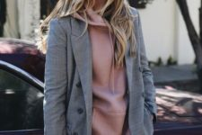 04 blue jeans, a mauve hoodie and a grey plaid blazer will give you an unexpected and fresh casual look
