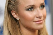 05 Hayden Panettiere wearing an earring and a stud heli piercing for a bright and glam touch to her look