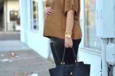 06 black leather leggings, two toned shoes, a camel sweater with short sleeves and a black bag