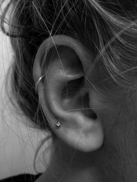 minimal ear accessorizing with a stud earring and a hoop one in the helix for a touch of chic