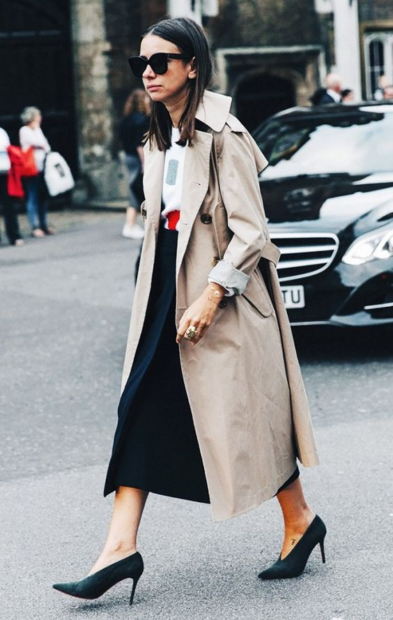a printed tee, a navy midi skirt, a neutral trench and dark green V cut shoes for the fall