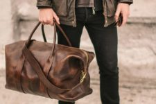 07 a simple brown leather bag that matches the shoes is a stylish idea, such a bag will fit most of your looks