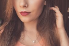07 a tiny nose hoop piercing, stud earrings and a pearl necklace for accessorizing your look
