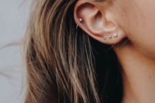 07 three stud earrings in the lap and a single matching one in the helix for a cute and glam look