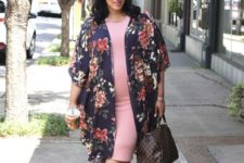 15 a pink midi dress, a floral kimono, lace up shoes and a brown bag for a comfy summer work look