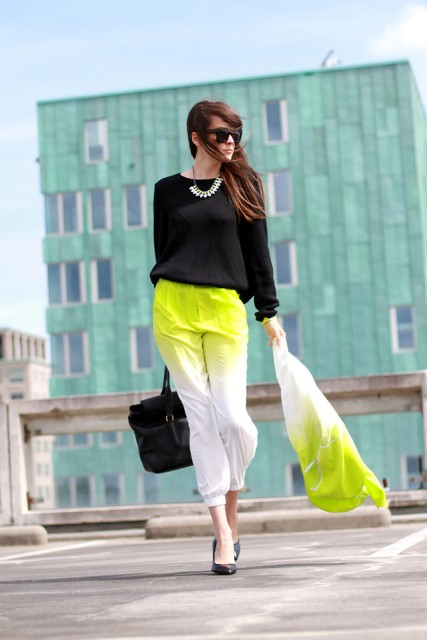 With black loose blouse, necklace, ombre blazer, tote bag and black shoes