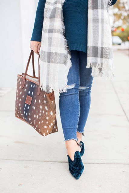 With emerald sweater, plaid scarf, printed tote bag and skinny jeans