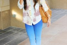 With printed button down shirt, brown leather tote bag and cutout shoes