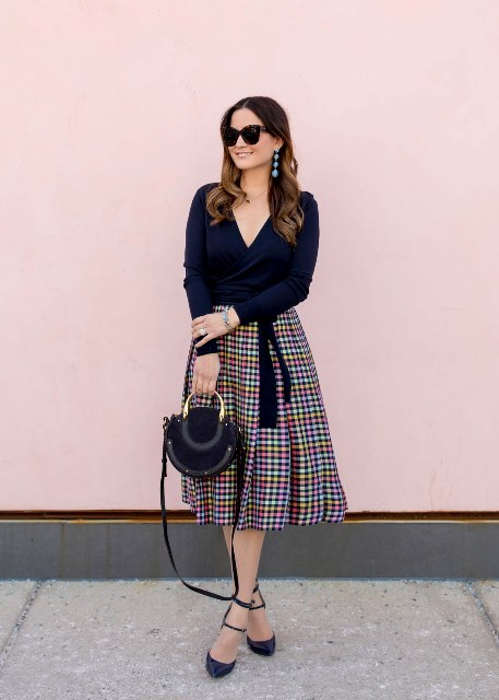 With printed midi skirt, black bag and black shoes