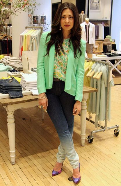 With printed shirt, green blazer and pumps
