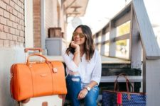 an orange leather weekender bag to make a bright statement and not to forget it anywhere – you'll notice that color