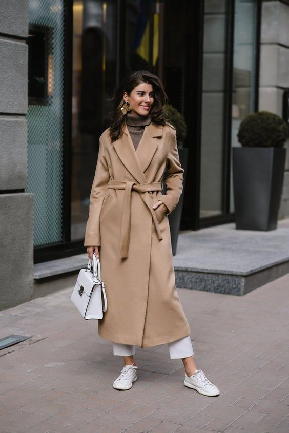 a camel robe coat with hidden pockets and of a midi length is a timeless option for fall and winter