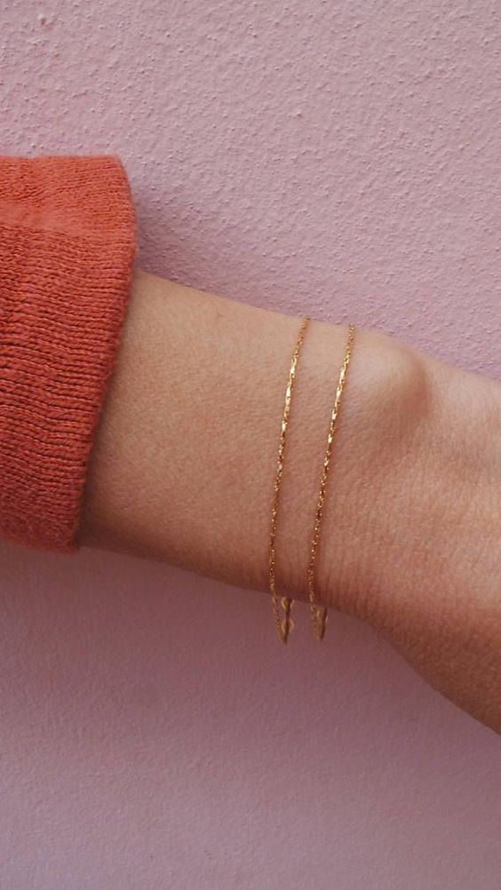 a dainty double gold chain bracelet is a stylish minimalist idea for a modern girl