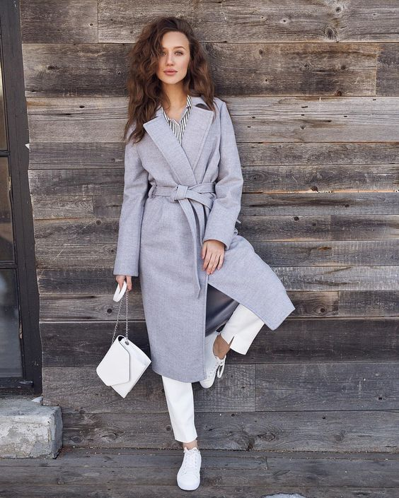 a classic grey robe coat with no pockets and an all white look for a bright fall outfit