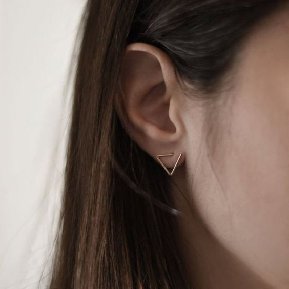 a copper geometric stud earring like that looks bold, chic and not excessive at the same time