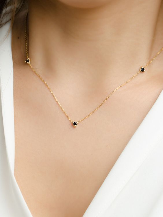 a subtle gold and black diamond necklace is a gorgeous contrasting idea