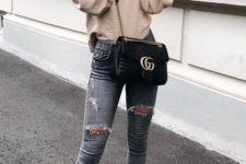 09 a neutral sweatshirt, grey ripped jeans, neutral trainers with colorful splashes and a black bag